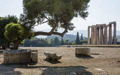 Templo de Zeus Olímpico (guillenperez) Tags: grecia greece athens atenas arte art ruinas ruins griego greek templo temple zeus olimpico olympian columns columnas