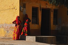 India- Rajasthan- Bhadrajoon (venturidonatella) Tags: india asia rajasthan portrait ritratto persone people gentes colori colors nikon nikond300 d300 donne women luce ombra luceeombra rosso giallo yellow red bhadrajoon