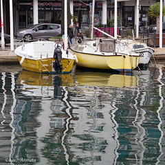 Reflections (♥ Annieta ) Tags: annieta februari 2017 sonya6000 frankrijk france laseynesurmer vakantie holiday vacances natuur nature haven havre harbour reflectie reflection water geel jaune yellow boot boat bateau allrightsreserved usingthispicturewithoutmypermissionisillegal var reflectionslovers