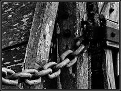 Cadenas. (mirko alejandro) Tags: campo tranquera mirko cadena
