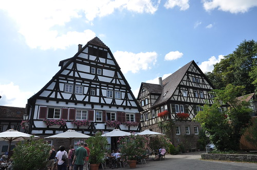 Maulbronn (Alemania). Monasterio. Edificios en patio del monasterio