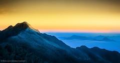 Sunrise to the peak (Xversion1) Tags: phanxipang treo rungquocgia climb núi làocai cold laocai leonui fansipan thịtrấn roofofindochina cloud mây town clouds rừng rung nocnhadongduong sapa nui 3143 forest tramton lanh hoangliensonrungnguyensinh núinon nuinon may vân mountain laichau vietnam vn