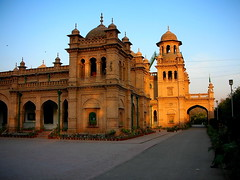 The main bldg Islamia College, Peshawer Pakistan (friend_faraway *) Tags: travel pakistan college architecture education university peshawar fabulous 5photosaday peshawer jalalspagesarchitecturealbum fotogezgin