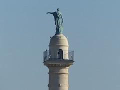 Où ai-je vu cette statue? Au sommet de l'une des deux colonnes rostrales à l'entrée de la place des Quinconces à Bordeaux. Artémis ou Diane symbolisant la navigation avec une rame à la main. (Marie-Hélène Cingal) Tags: