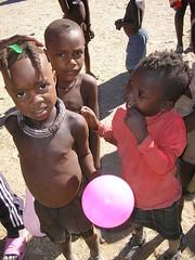 bimbi e palloncino (sara77_zid) Tags: africa people sara african culture tribal safari afrika tribe ethnic namibia tribo himba afrique ethnology tribu namibie tribus 5photosaday ethnie