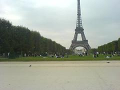Champ de Mars le mecredi apres-midi (EiffelSuffren) Tags: 75007 paris7emearrondissement champdemars