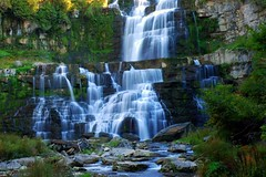 Chittenango Falls 015 (Pauls Travel Photos) Tags: road trip travel vacation usa mountain newyork rome america unitedstates fallcolors roadtrip adirondacks fallfoliage inlet saranac longlake ausablechasm oldforge usatravel champlainold forgemccauley senecarivertug chittenangofalls forestport bluemtnlk adirondackfoliage travelusa