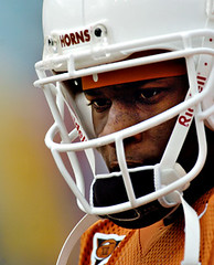 Texas-OU-1 (Brian Ray) Tags: vince young heisman trophy vinceyoung heismantrophy quarterback texas longhorns texaslonghorns longhorn football texasfootball ut university universityoftexasataustin universityoftexas austin dallas cotton bowl cottonbowl red river shootout rivalry redrivershootout redriverrivalry pigskin game footballgame rush rushing pass offense defense touchdown