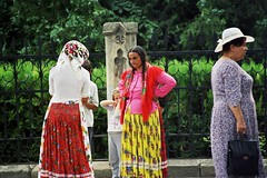 Gypsy Women (liormania) Tags: romania gypsy iasi roumanie liormania bakalu