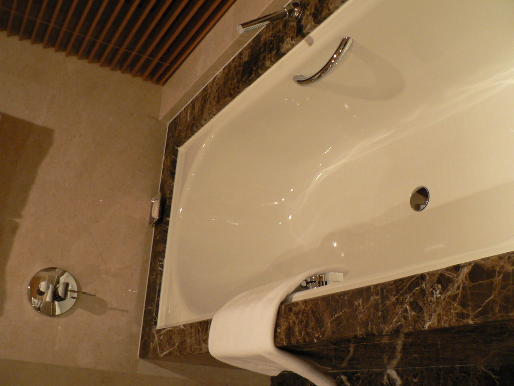 Intercontinental Beijing jacuzzi tub