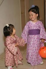 Kimonos (arkworld) Tags: halloween jessie sisters halloween2005 sydney pcss public4now arkkid2 arkkid1