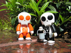 2 Toyers (Drew from the Slope) Tags: toys dolls kidrobot actionfigures urbanvinyl qee toyer
