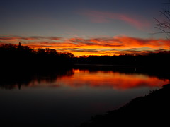 Sunset on the Red River (AnDy631) Tags: trees light sunset red sky orange cloud canada tree nature water clouds wow river rouge eau winnipeg dusk lumire riviere rivire manitoba ciel arbres nuage nuages crpuscule arbre mb crepuscule fleuve coucherdusoleil aots specnature