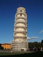 「世界一傾いている建物」とは?