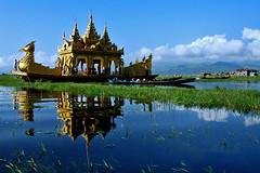 Phaung Daw U Festival, Lake Inle, Burma (tarotastic) Tags: deleteme5 deleteme8 lake deleteme deleteme2 deleteme3 deleteme4 deleteme6 deleteme9 deleteme7 festival boat saveme4 saveme5 saveme6 saveme state fav50 saveme2 saveme3 deleteme10 burma inle 100 shan mirrorsofsociety 50 itsonginvite itsongmirrorssoutheastasia itsongnikond70s