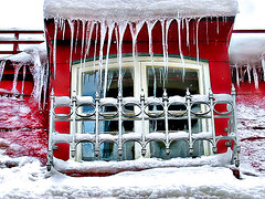 Glaons* (Imapix) Tags: voyage travel windows winter red white snow canada art ice nature canon photography photo foto photographie image quebec spears hiver qubec 500plus20 pendent icicles dripping glace vitres fenetres imapix topfavpix gouttieres glacons gatangbourque gatanbourque copyright2006gatanbourqueallrightsreserved  copyright2006gatanbourqueallrightsreserved gaetanbourque pix50 pix100 imapixphotography gatanbourquephotography