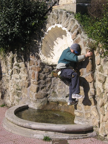 Brett climbs the fountain