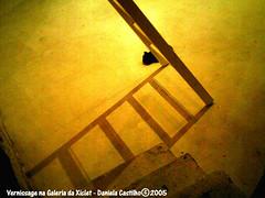 Casa da Xiclet - 10/12/2005 (DaniCast) Tags: art yellow lights saopaulo exhibition luzes vernissage interiores vilamadalena urbanlifeinmetropolis top12mostinteresting galeriadaxiclet