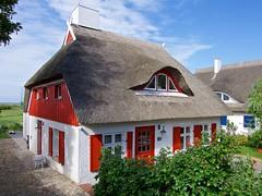Rohrdachhaus in Ahrenshoop (Luminator-Blickwinkel) Tags: ahrenshoop dars reetdachhaus rohrdachhaus