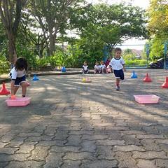 kegiatan-olahraga-memindah-bola-lari-silang (4)