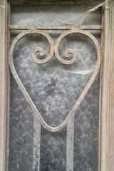 transparence du coeur (canecrabe) Tags: rusty coeur porte carcassonne citédecarcassonne