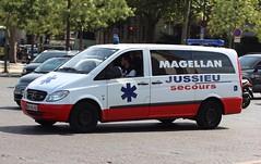 Mercedes Vito of Magellan Jussieu secours (barronr) Tags: family paris france ambulance iledefrance ildefrance