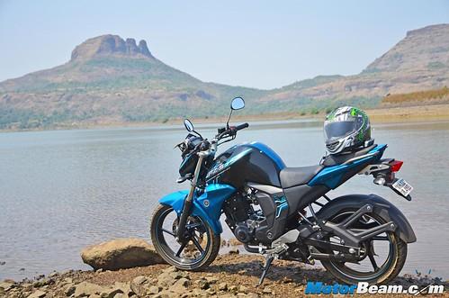 2015-Yamaha-FZ-V2-Long-Term-09