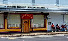 Cafe Miro (jcc55883) Tags: sign hawaii restaurant nikon oahu busstop storefront honolulu nikond3200 kaimuki cafemiro d3200