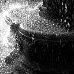 Fountain (Nexus49) Tags: light fountain sparkle leicam240 leicaf1450mmsummiluxasph