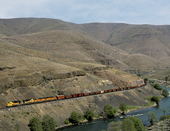 Sherar OR Monday April 29th 2002 1135PDT (Hoopy2342) Tags: train rail railroad railway oregon or ore sherar twinbridges dechutescanyon bnsf burlingtonnorthernsantafe oregontrunk