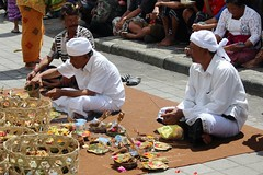Kayusalem Balinese Hindu Ceremony, Kintamani, Bali (scinta1) Tags: bali baturbaguscottage kintamani kedisan kampung keluarga family ceremony agama upacara hindu offerings men lakebatur danaubatur decoration desa mountbatur gunungbatur giri kamen kain kayuselem pura permangku priests traditional traditionaldress temple religious asli celebration ethnic indonesia interesting ngaben people praying shrine sarong udeng unique banjar sitting banten