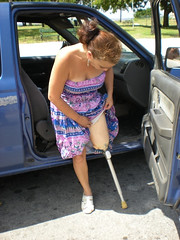 amp-1239 (vsmrn) Tags: amputee woman crutches onelegged pegleg