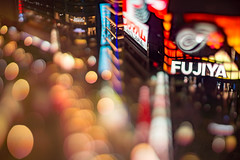 flowing lights (turntable00000) Tags: extrabokeh ginza tokyo japan fujiya building nightscape light nightview bokeh bokehlicious tokyu cityscape
