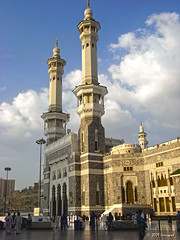 two minarets (harrypwt) Tags: city people mosque saudiarabia r7 mecca umrah mekkah masjidilharam ricohr7 harrypwt