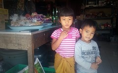 Children at the warung, Kintamani, Bali (scinta1) Tags: bali baturbaguscottage beautiful kintamani kedisan kampung hindu lakebatur danaubatur desa mountbatur gunungbatur asli indonesia warung selling sister brother girl boy siblings two young smile children