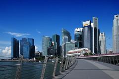 Jubilee Bridge (rencypoh) Tags: landscape singapore cityscape fujifilm jubileebridge fullertonhotel marinabay singaporeskyline sg50 marinabayfinancialcenter fujifilmxe2