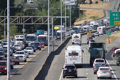 I-5 looking north from NE 92nd Street (SounderBruce) Tags: bus traffic i5 freeway interstate congestion interstate5 communitytransit articulatedbus soundtransitexpress