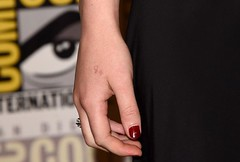 """Jennifer Lawrence explica noul tatuaj. """"Ar fi trebuit sa caut pe Google"""". Detaliul rusinos pe care l-au observat toti (kalash1337) Tags: lawrence google jennifer care explica toti tatuaj caut noul observat trebuit rusinos detaliul"""