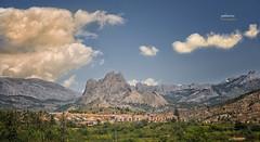 (013/17) Orxeta (Pablo Arias) Tags: pabloarias photoshop nxd cielo nubes españa arquitectura montaña paisaje colina ladera cimademontaña estribación puigcampana orxeta alicante comunidadvalenciana