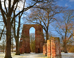 A classical Caspar David Friedrich motive (echumachenco) Tags: eldena ruins history arch gothic architecture caspardavidfriedrich greifswald mecklenburgvorpommern winter snow white red brick monastery medieval january tree pillar light shadow lines outdoor germany deutschland nikond3100