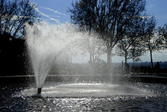 Madrid 6 (pjarc) Tags: europe europa spagna spain espana madrid dicembre december 2016 città city capital girdino jardin fontana fountain luce light acqua water getto colori colors urban foto photo digital nikon d200 dx noff lens zoom nikkor 18200mm allaperto