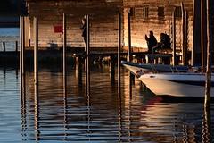 aspettando il tramonto (luporosso) Tags: mare sea adriatico veneto laguna ombre riflessi reflection reflections reflexes reflexo luce barca boat legno wood