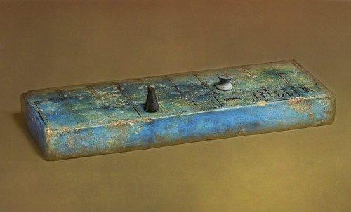 "Senet - Lujoso sistema de objetos lúdicos obsequio del dios Toht a la faraona Nefertari • <a style=""font-size:0.8em;"" href=""http://www.flickr.com/photos/30735181@N00/32399621031/"" target=""_blank"">View on Flickr</a>"