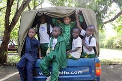 Kinderen in de jeep
