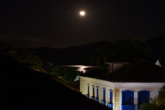 Da janela do sobrado (wadoparaty) Tags: paraty brasil rj riodejaneiro nightshot seaside night moonrise moon building
