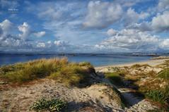 (424/16) Dunas, bateas y nubes (Pablo Arias) Tags: pabloarias photoshop nxd cielo nubes españa dunas bateas arenaplaya ogrove pontevedra comunidadgallega