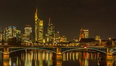 Ignatz-Bubis-Brücke mit Skyline