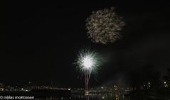 New Year Fireworks - Borgå (aixcracker) Tags: fireworks fyrverkeri ilotulitus winter vinter talvi december joulukuu evening kväll ilta sky himmel taivas is ice jää joki river å borgå porvoo finland suomi newyear nyår uusivuosi 2016 iso125 nikond800