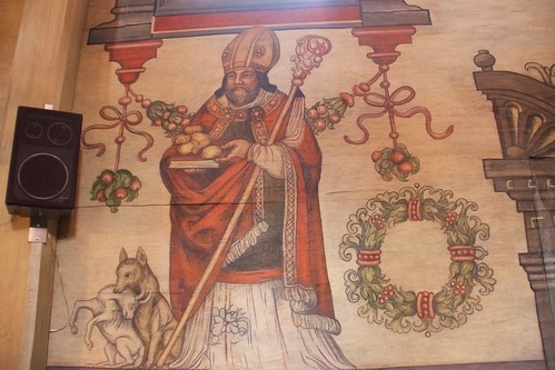 Sw. Mikołaj w stroju pontyfikalnym w nawie południowej kościoła w Boguszycach