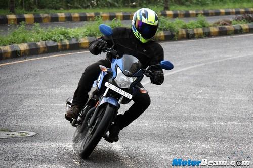 2015-Honda-Livo-30